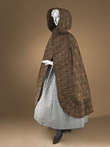 Woman's_hooded_cape_Provence_1785-1820